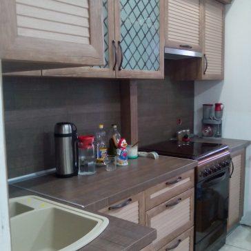 Классическая кухня из рамочного МДФ двухцветной гаммы. Рисунок ромб и стильные ручки делают интерьер более стильным и оригинальным
