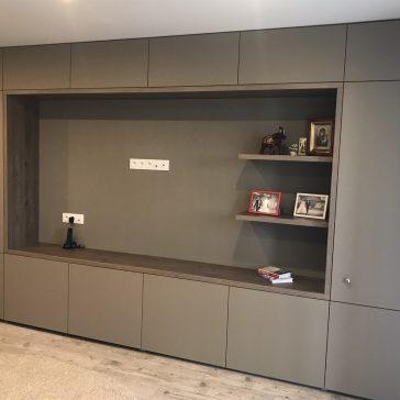 Комплект мебели для гостиной с матовыми фасадами из пластика Fenix.